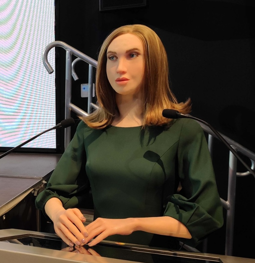 Zelenograd robot Betsy was a guest of Forum.Digital AI